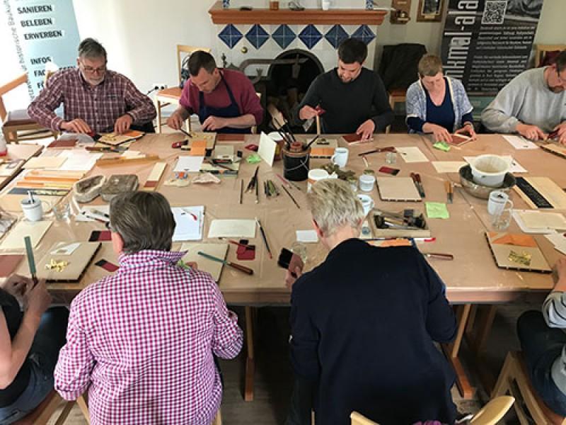 - AUSGEBUCHT - Vergoldung - Historische Techniken mit Blattgold - Anja Hänisch, Restauratorin für Möbel- und Holzobjekte